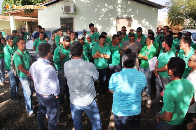 Representantes da Veracel ouviram as reivindicações dos trabalhadores a Pires Pires. (Foto: Rastro101)