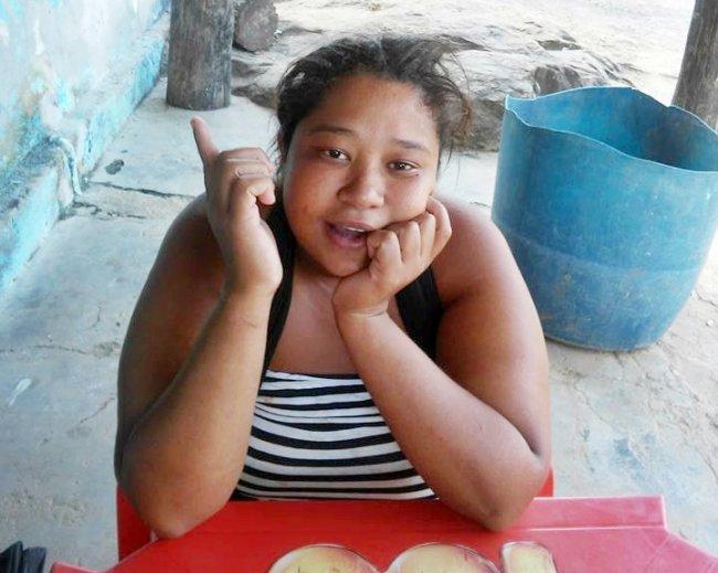Mulher perambula pelas ruas de Itapebi e precisa de ajuda para encontrar familiares. (Foto: Divulgação)
