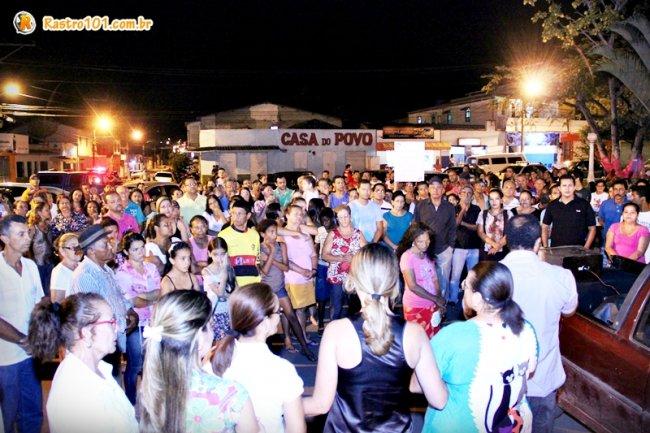 Multidão se reuniu na Praça Castro Alves. (Foto: Rastro101)