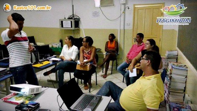 O retorno do PAA acontece na próxima quinta-feira (4). Nesta terça, a reunião no distrito serviu para fechamento de contato entre a associação de pequenos produtores e a Administração Municipal, por meio do prefeito e da secretária de Desenvolvimento Social, Wanderléia Santos, com assessoria do advogado Walter Ferreira Filho. (ASCOM)