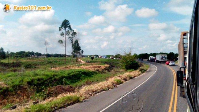 Congestionamento chegou a quase 15 km. (Foto: Internauta/Rastro101)