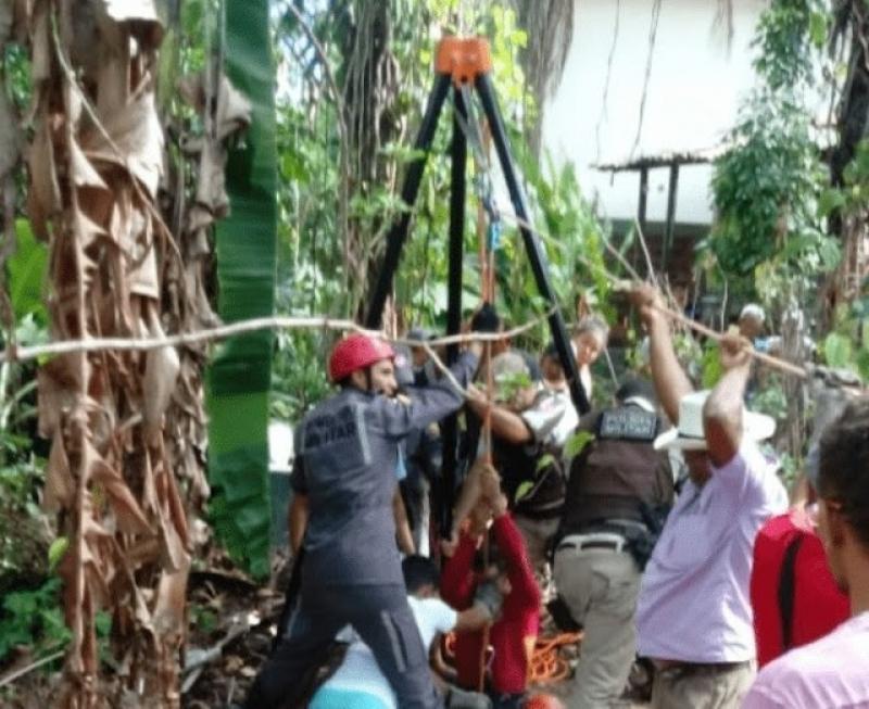 Bombeiros levaram horas para conseguir retirar a vítima da cisterna. (imagem: Namídia News)