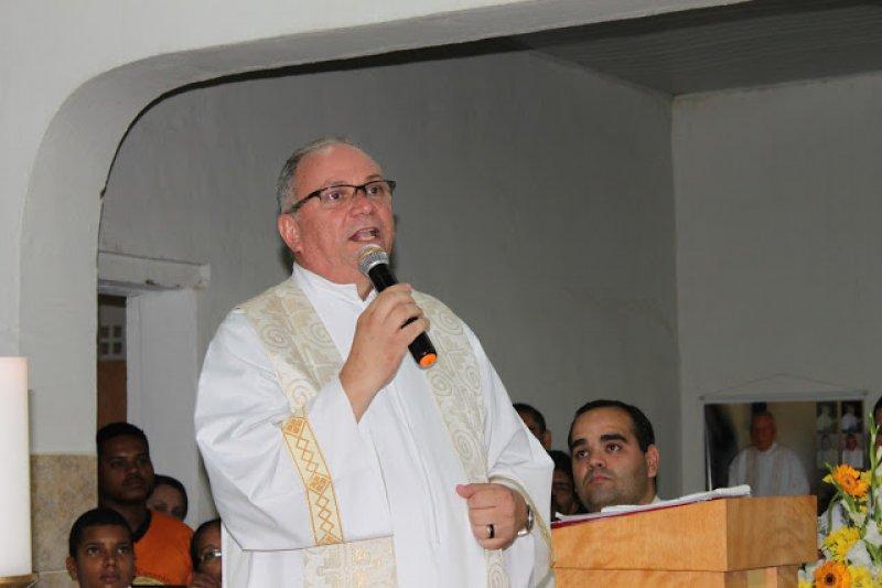 Padre Roberto assumiu a Paróquia por um período em Itagimirim (Foto: Divulgação)