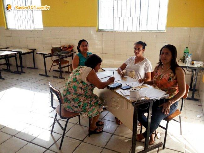 Pessoas de várias idades fizeram questão de votar em seus candidatos para conselheiros tutelares. (Foto: Rastro101)