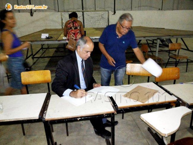Promotor de Justiça, Dinalmari Mendonça, esteve presente durante todo o dia em Itagimirim. (Foto: Rastro101)