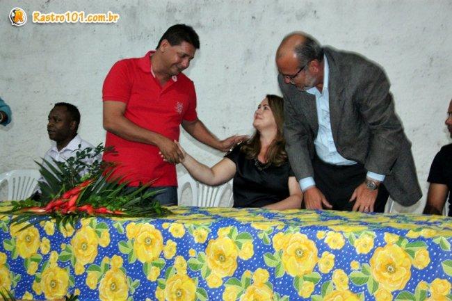 Rogério Andrade elogiou a ex-secretária Miralva Oliveira, a quem ele destacou algumas das suas qualidades, dentre elas a coragem, a bravura e a determinação durante os quase sete anos em que se manteve no cargo. (ASCOM)