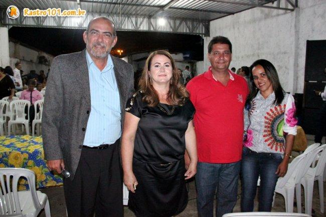 Prefeito Rogério acompanhado de sua esposa Ercília ao lado do ex-prefeito Waltinho e sua esposa Wanderleia. (Foto: ASCOM)