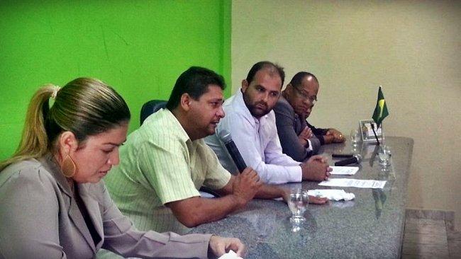 Em Sessão Solene, Rogério Andrade assume prefeitura de Itagimirim. (Radar64)