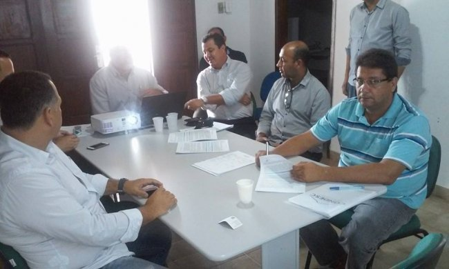 Prefeito de Itagimirim, Rogério Andrade, e demais prefeitos do Território da Costa do Descobrimento. (Foto: ASCOM)