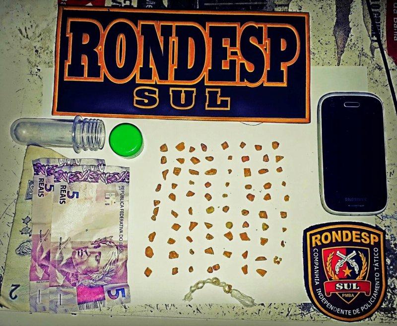 84 pedras de crack foram encontradas com o suspeito. (Rastro101)