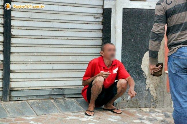 Homem com características físicas de um suposto estuprador foi apreendido por um policial à paisana. (Foto: Rastro101)