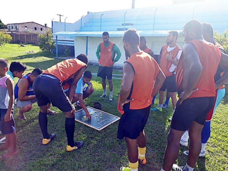 Equipe está sendo conduzida pelo treinador Tiago Ferreira e o preparador físico Herivelto Ventura. (Divulgação)