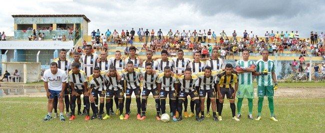 Time de Itabela no Estádio Manzolão-Itabela (Foto: Giro de Notícia)