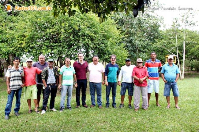 Almoço reuniu amigos e lideranças políticas. (Foto: Tarcísio Soares / Rastro101)