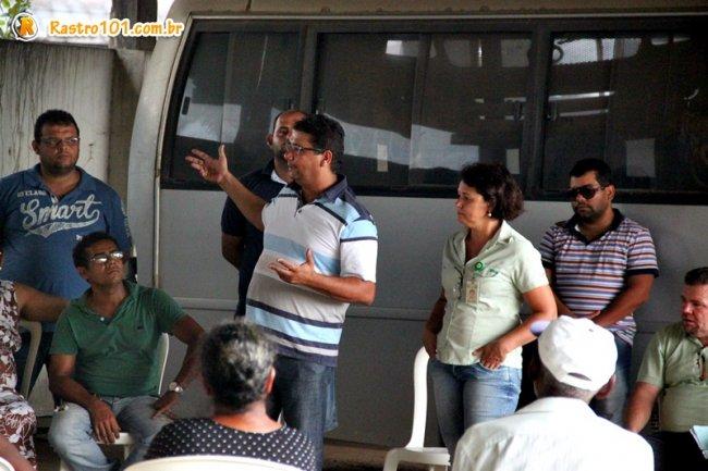 PAra o prefeito Rogério Andrade, o Agrovida representa uma independência para essas pessoas. Eles plantam, colhem e vendem a produção, garantindo rendimento por meio do próprio trabalho. (Foto: Rastro101)
