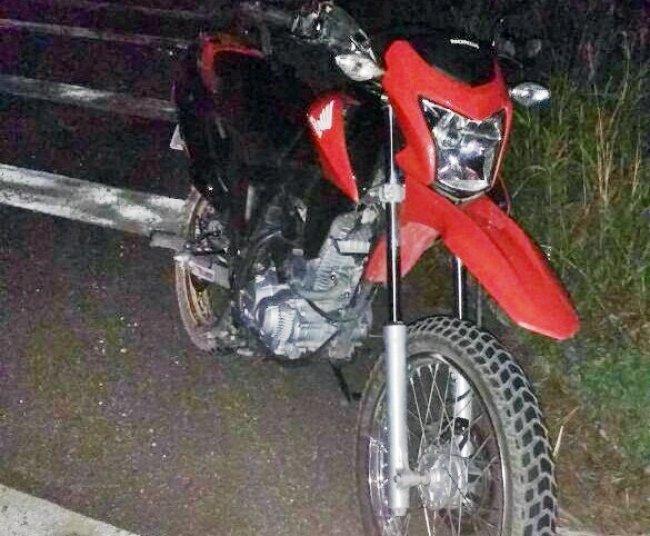 Moto não sofreu danos. (Foto: Internauta/Rastro101)