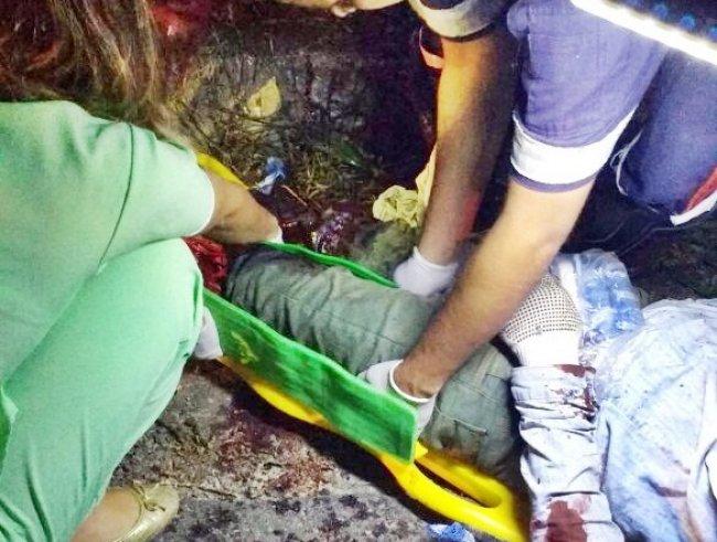 Uma das vítimas sendo atendida pelo SAMU e uma médica do Hospital em Itagimirim. (Foto: Internauta/Rastro101)