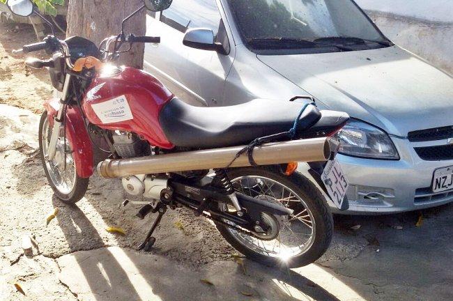 Moto que presta serviços para a Embasa foi roubada por bandidos em Itapebi. (Foto: PM)