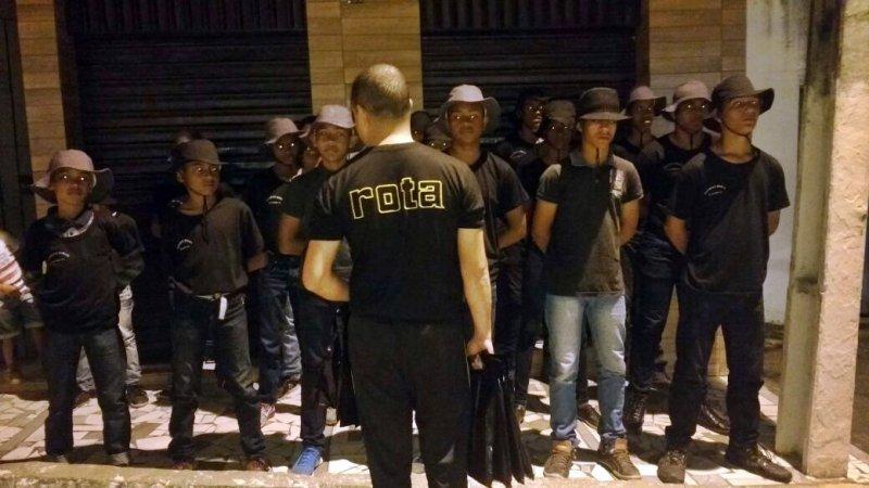 Alunos da Guarda Mirim recebendo instruções (Divulgação)