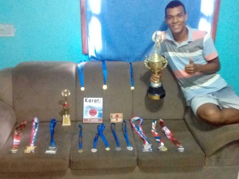 Jovem de 17 anos já acumula uma grande quantidade de prêmios (Divulgação)