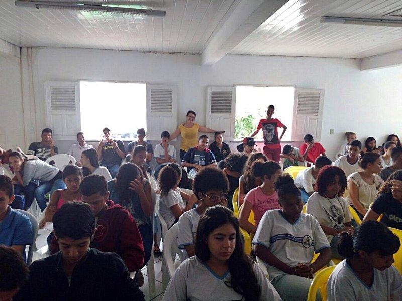 80 alunos do Colégio Othoniel Ferreira compareceram ao Seminário (Divulgação)