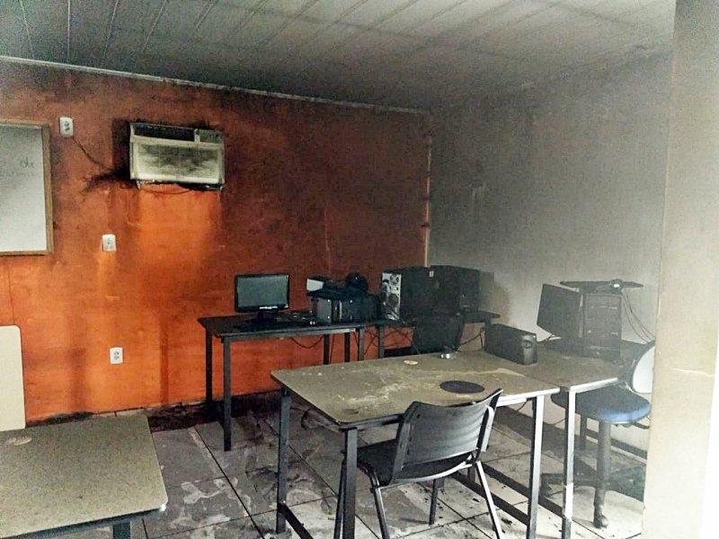 Vários equipamentos foram danificados (Divulgação)
