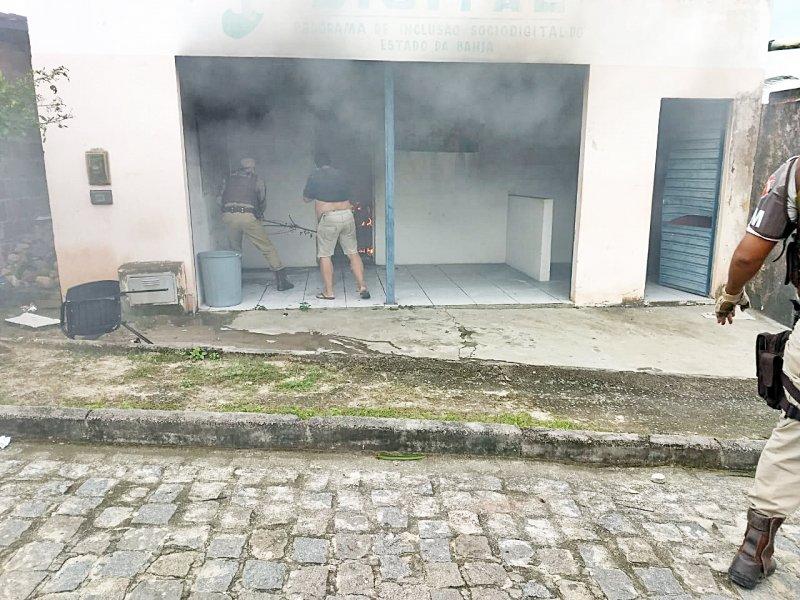 Incêndio foi contido por moradores e pela PM (Divulgação)