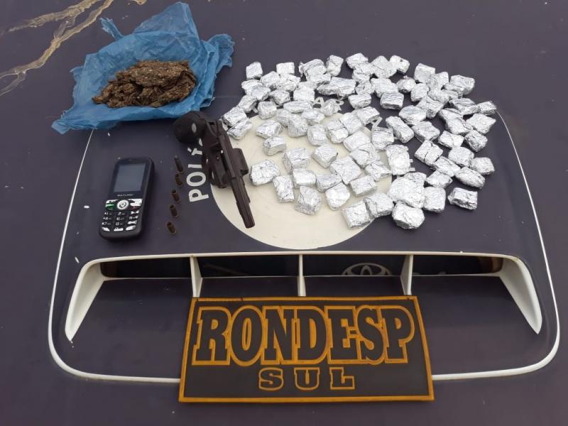 Material encontrado pela polícia e posse do suspeito. (Divulgação: PM-BA)