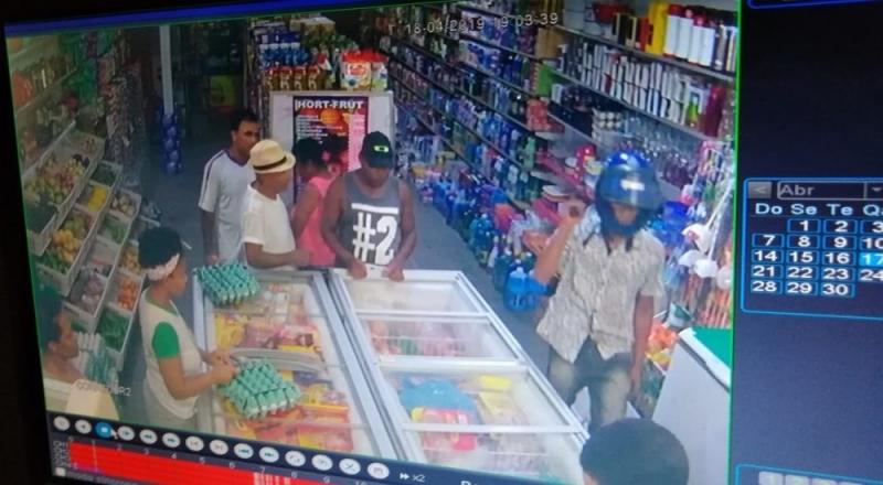 Ação criminosa foi registrada por câmeras de segurança. (Arquivo pessoal)