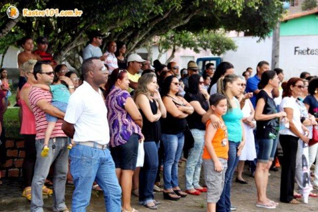 Servidores foram liberados de suas atividades para participarem de caminhada. (Foto: Rastro101)
