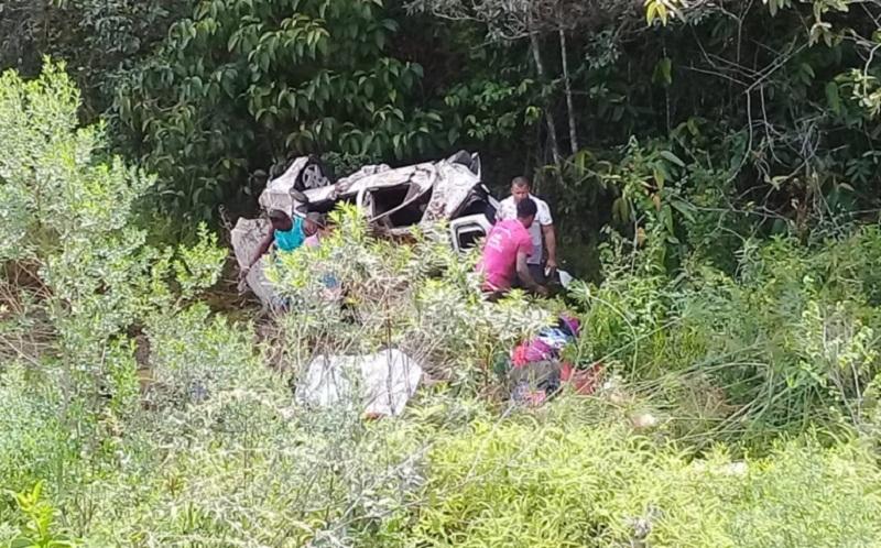 Carro caiu em ribanceira. (Foto: Alexsandro Vieira/Cocobongo News)