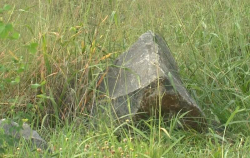 Pedra de 200 kg provocou o acidente. (Tv Subaé)