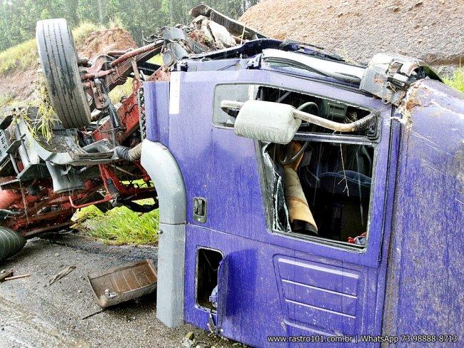 Motorista sofreu apenas um corte na cabeça. (Foto: Rastro101)