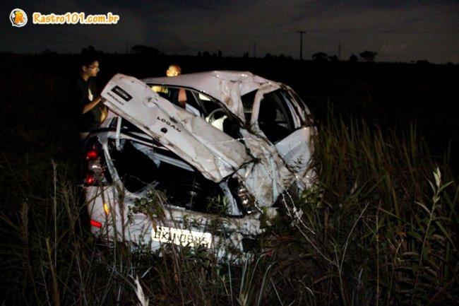 Fundo do veículo ficou totalmente danificado. (Foto: Rastro101)