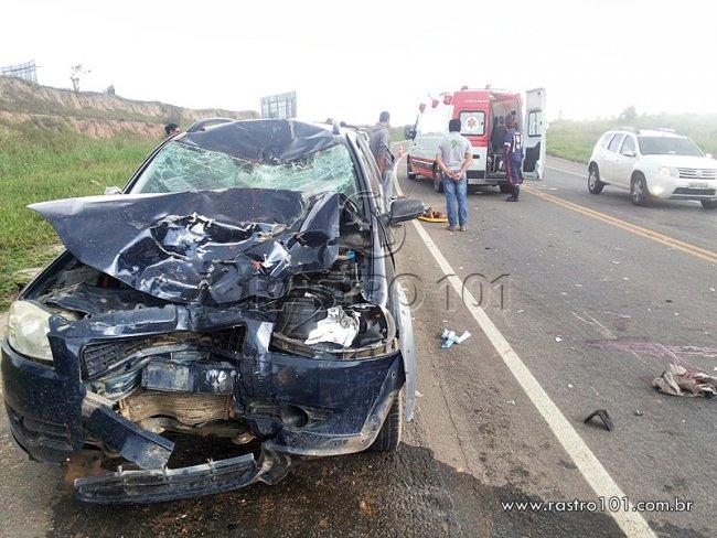 Frente do veículo ficou totalmente destruída. (Foto: Rastro101)