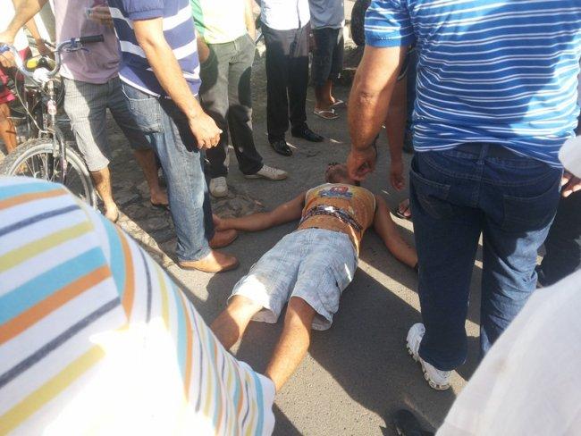 Motociclista caiu após atropelar um cachorro na avenida 13 de maio. (Foto: Rastro101)