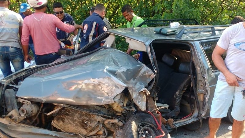 Carro ficou destruído com a força do impacto. (Radar64)
