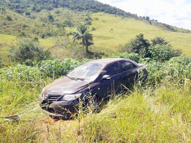 Advogado perdeu o controle da direção ao passar por pedregulhos soltos na rodovia. (Foto: Rastro101)