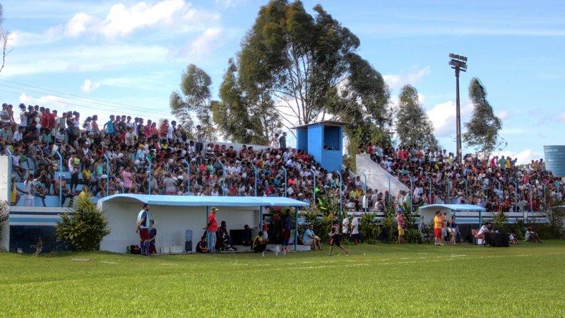 Público lotou o estádio Zoaldão