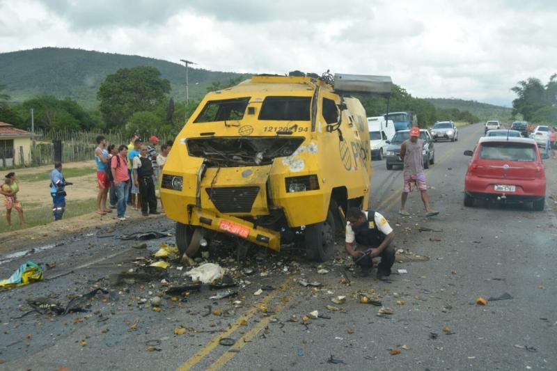 Veículo foi interceptado pelos indivíduos na BR-324. (Imagem: Jacobina Notícias)