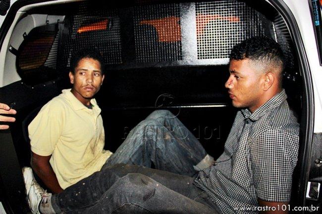 Suspeitos foram presos após serem perseguidos pela polícia em Itagimirim. (Rastro101)