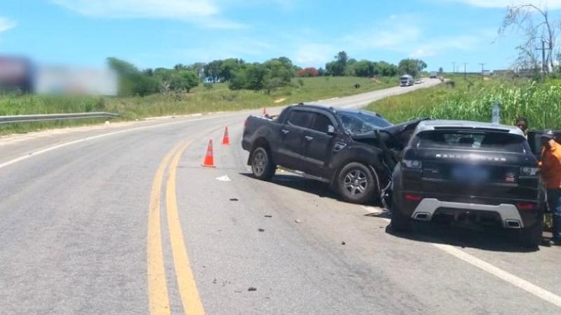 Carros colidiram frontalmente. (Radar64)