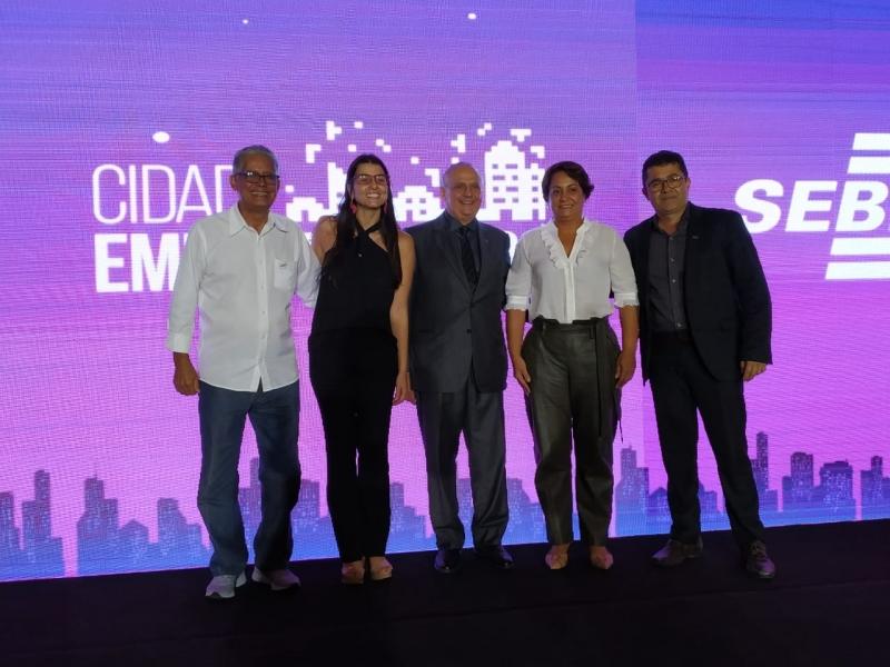 Prefeita de Itagimirim esteve em Salvador para assinar o terno de adesão ao programa. (Divulgação)