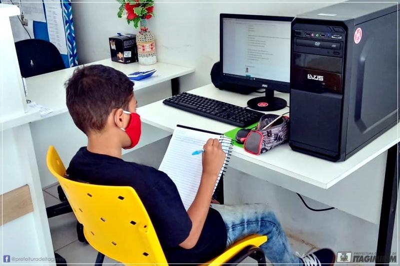 Aluno tem acesso aos conteúdos da plataforma no Colégio Othoniel. (PMI/Divukgação)