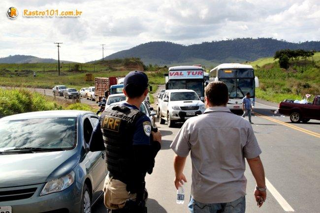 Rodovia só foi liberada 4 horas depois. (Foto: Rastro101)