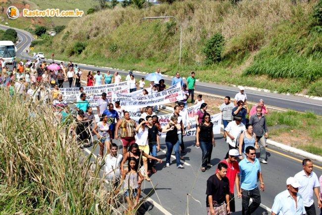 Manifestantes fecharam a rodovia. (Foto: Rastro101)