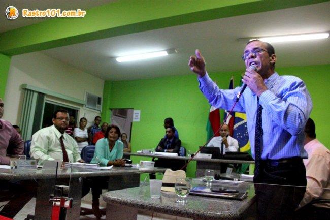 Para o vereador Israel Pinheiro, o projeto deveria ser votado naquela noite, estando certo ou errado. (Foto: Rastro101)
