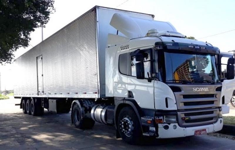 Assaltantes transferiram a carga de bebidas para outro veículo. (Imagem: Gustavo MImagem/Radar64)