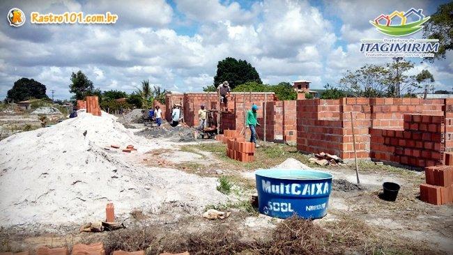 A previsão para a entrega das primeiras 38 casas aos seus futuros moradores é o próximo mês de março, de acordo com a planilha de execução das obras, afirmou Wanderléia Ferreira (Foto: Divulgação)