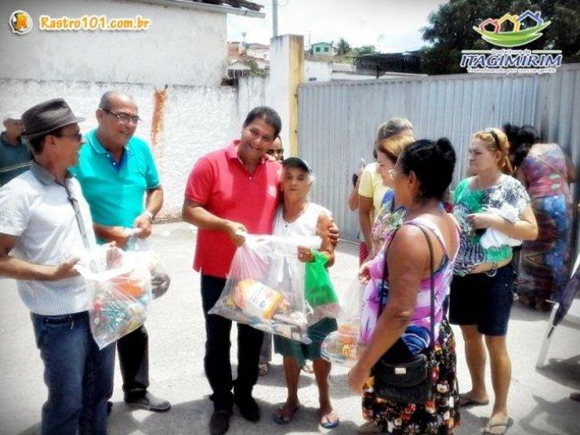 Entrega de cestas básicas no natal. (Foto: ASCOM)